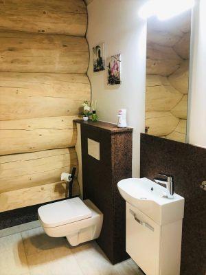 16_Gäste-WC-mit-Fenster-im-EG